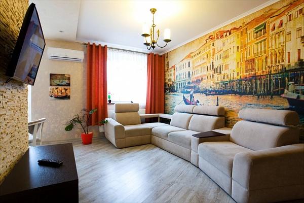 3-комнатная квартира посуточно в Ивано-Франковске. ул. Ивасюка, 7. Фото 1
