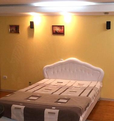 1-комнатная квартира посуточно в Запорожье. Орджоникидзевский район, пр-т Соборный, 84. Фото 1