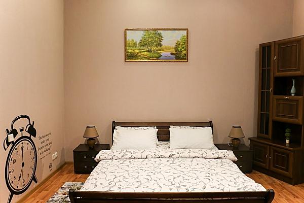 2-комнатная квартира посуточно в Киеве. Шевченковский район, ул. Саксаганского, 131а. Фото 1