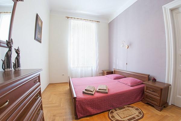 3-комнатная квартира посуточно в Львове. Галицкий район, ул. Менделеева, 4. Фото 1