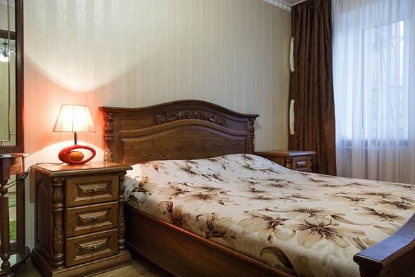 2-комнатная квартира посуточно в Николаеве. Центральный район, пр-т Центральный (Ленина), 71-А. Фото 1