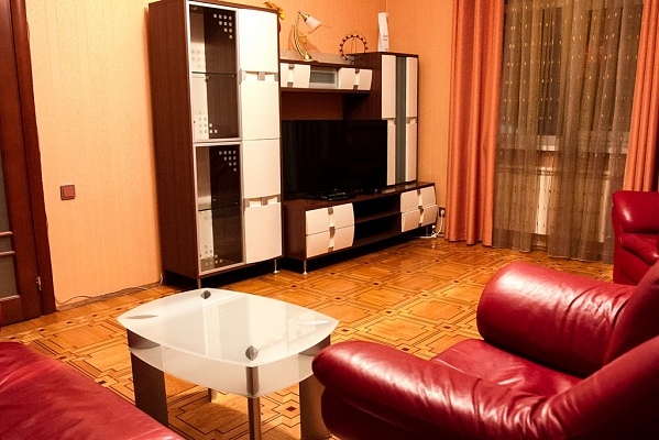 3-комнатная квартира посуточно в Киеве. Печерский район, ул. Крещатик, 17. Фото 1