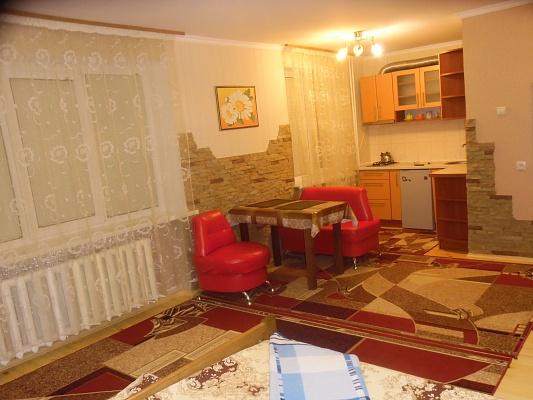 1-комнатная квартира посуточно в Ровно. ул. Крушельницкой, 69. Фото 1