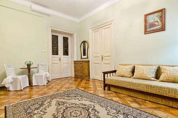 3-комнатная квартира посуточно в Львове. Галицкий район, ул. Гребинки, 9. Фото 1