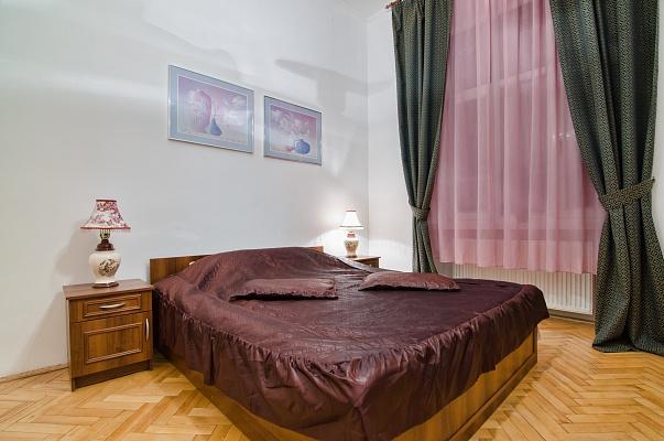 3-комнатная квартира посуточно в Львове. Галицкий район, ул. Академика Гнатюка, 3. Фото 1