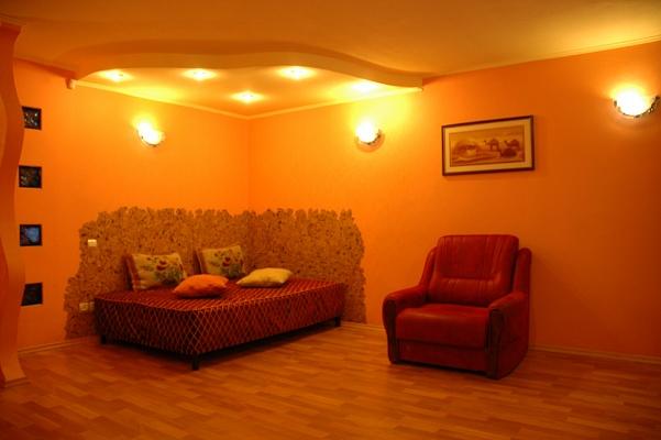 1-комнатная квартира посуточно в Днепропетровске. Октябрьский район, ул. Д. Донцова (Донского), 4. Фото 1