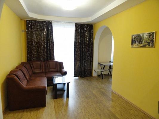 2-комнатная квартира посуточно в Днепропетровске. Бабушкинский район, пр-т  Д. Яворницкого (Карла Маркса), 46. Фото 1