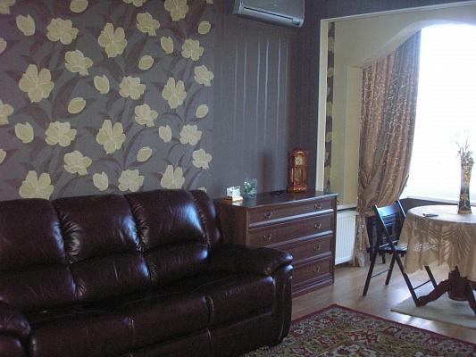 2-комнатная квартира посуточно в Севастополе. Ленинский район, ул. Пожарова, 20. Фото 1