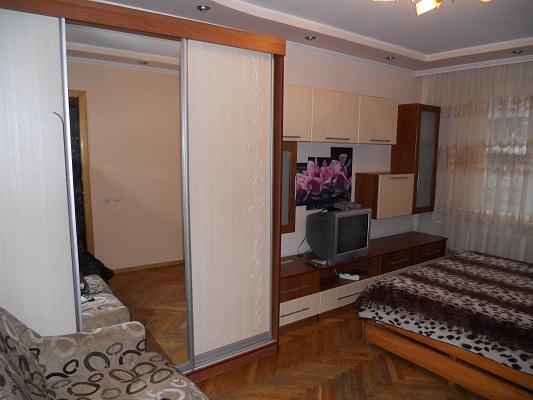 1-комнатная квартира посуточно в Черновцах. Шевченковский район, ул. Полетаева, 6. Фото 1