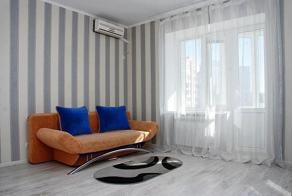 1-комнатная квартира посуточно в Киеве. Дарницкий район, ул. Анны Ахматовой, 31. Фото 1