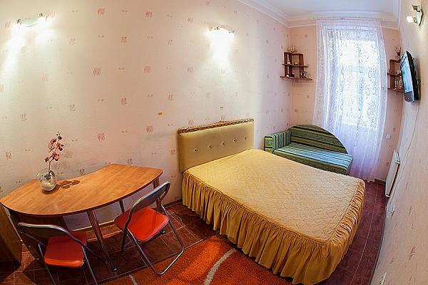1-комнатная квартира посуточно в Львове. Лычаковский район, ул. Кониского, 5/1. Фото 1