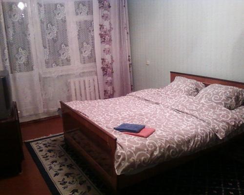 2-комнатная квартира посуточно в Днепропетровске. Индустриальный район, пр-т П. Калнишевского, 33. Фото 1
