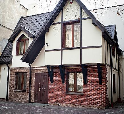 Дом  посуточно в Львове. Галицкий район, ул. Гнатюка, 24. Фото 1