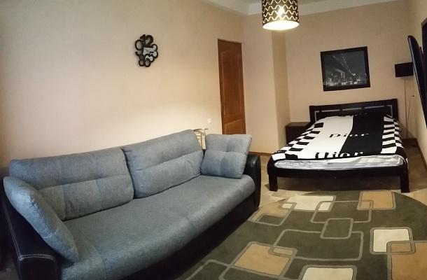 1-комнатная квартира посуточно в Севастополе. Гагаринский район, пр-т Октябрьской Революции, 35. Фото 1
