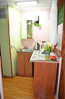 2-комнатная квартира посуточно в Феодосии. ул. Русская, 26. Фото 1