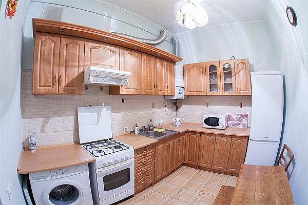 2-комнатная квартира посуточно в Львове. Галицкий район, пл. Рынок, 14. Фото 1