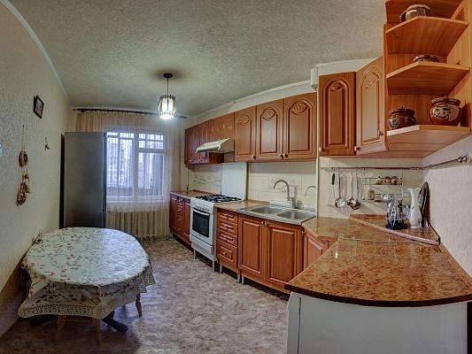 3-комнатная квартира посуточно в Южном. пр-т Мира, 15. Фото 1