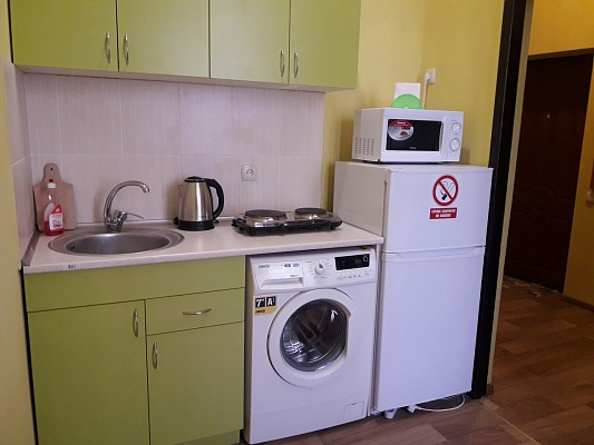 1-комнатная квартира посуточно в Харькове. Киевский район, ул. Маршала Бажанова, 6. Фото 1