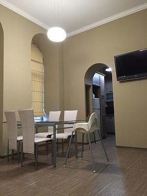3-комнатная квартира посуточно в Львове. Галицкий район, ул. Б. Хмельницкого, 11. Фото 1