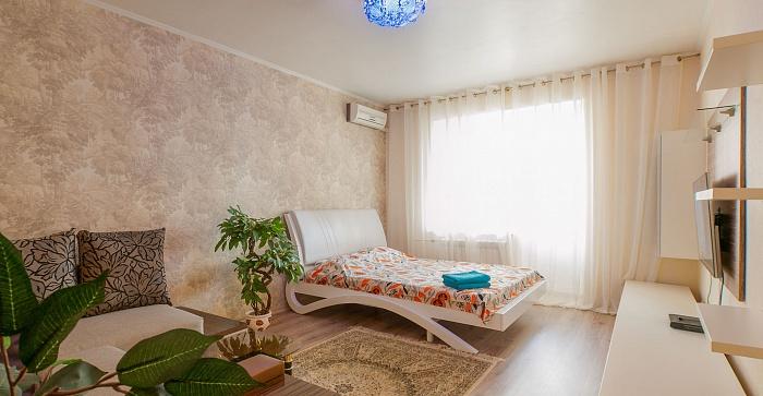 1-комнатная квартира посуточно в Киеве. Дарницкий район, ул. Вишняковская, 13. Фото 1