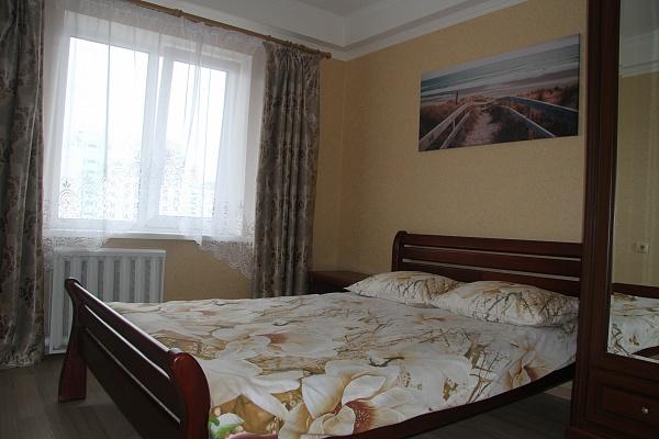 2-комнатная квартира посуточно в Киеве. Оболонский район, ул. Иорданская, 22. Фото 1