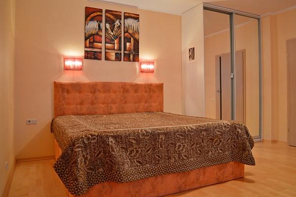 1-комнатная квартира посуточно в Киеве. Оболонский район, пр-т Героев Сталинграда, 47А. Фото 1