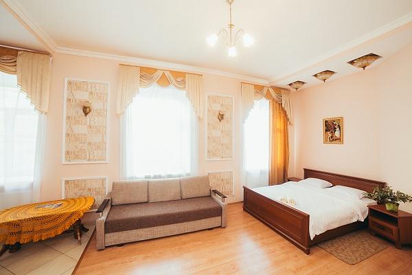 2-комнатная квартира посуточно в Львове. Галицкий район, пл. Рынок, 11. Фото 1