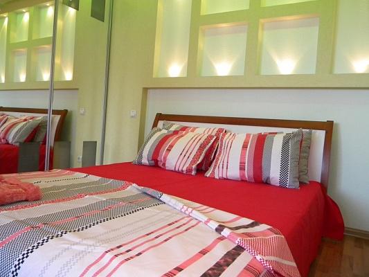 1-комнатная квартира посуточно в Запорожье. Жовтневый район, ул. Запорожская, 2-В. Фото 1