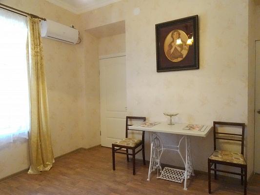 2-комнатная квартира посуточно в Ялте. Центр Ялты район, ул. Игнатенко, 20. Фото 1