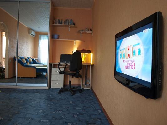 1-комнатная квартира посуточно в Славянске. ул. Королева, 23. Фото 1