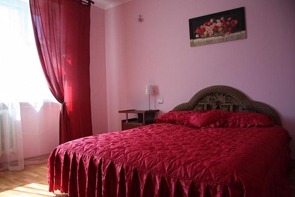 2-комнатная квартира посуточно в Черкассах. б-р Шевченка, 320. Фото 1