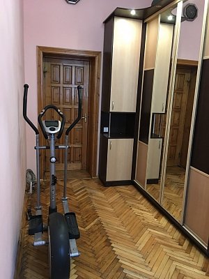 1-комнатная квартира посуточно в Львове. Галицкий район, ул. Братьев Рогатинцев, 28. Фото 1
