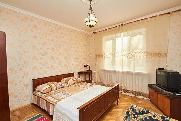 2-комнатная квартира посуточно в Одессе. Приморский район, ул. Среднефнтанская, 34. Фото 1