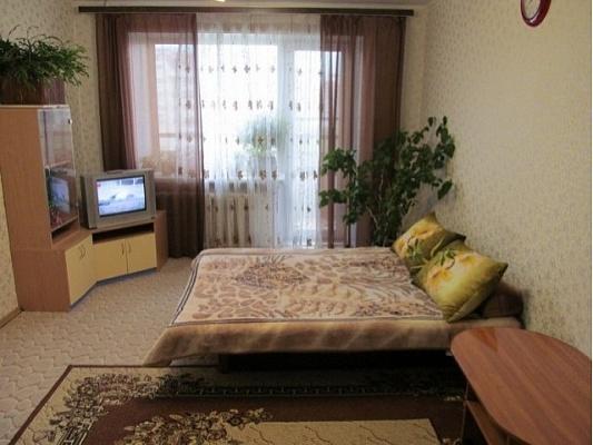1-комнатная квартира посуточно в Житомире. ул. Небесной Сотни, 40. Фото 1