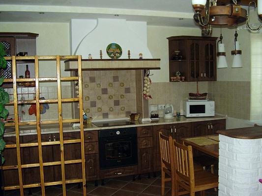 3-комнатная квартира посуточно в Кривом Роге. Дзержинский район, ул. XXII Партсъезда, 4. Фото 1