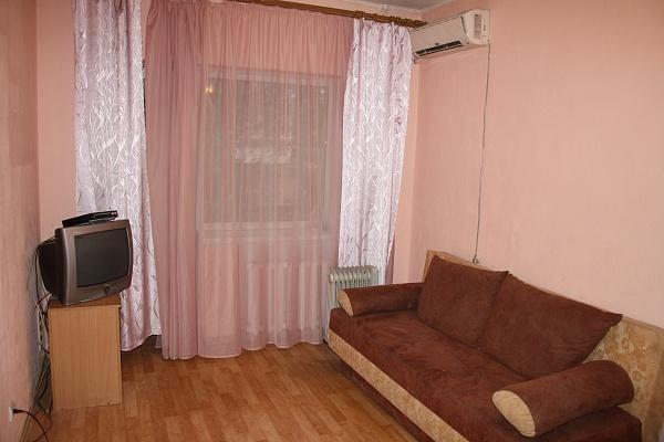 1-комнатная квартира посуточно в Днепропетровске. Кировский район, ул. Юрия Савченко, 4. Фото 1