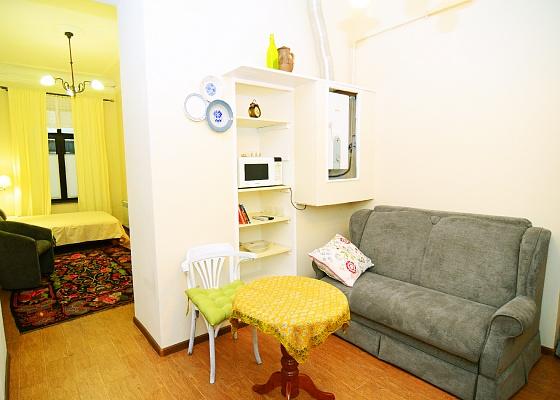 1-комнатная квартира посуточно в Одессе. Приморский район, пер. Воронцовский, 11. Фото 1