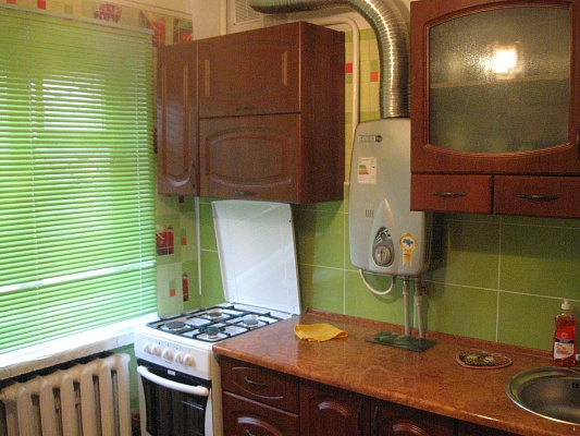 1-комнатная квартира посуточно в Никополе. ул. Дыбенко, 69в. Фото 1