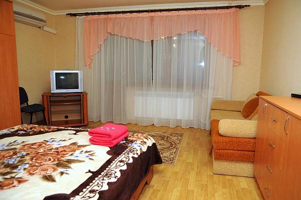 1-комнатная квартира посуточно в Донецке. Калининский район, пр-т Ильича, 32. Фото 1