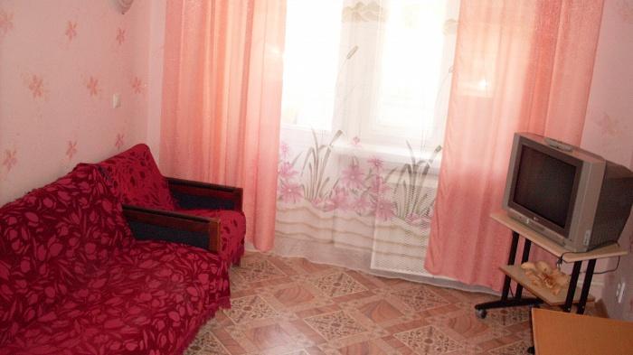 2-комнатная квартира посуточно в Бердянске. ул. Горького, 49. Фото 1