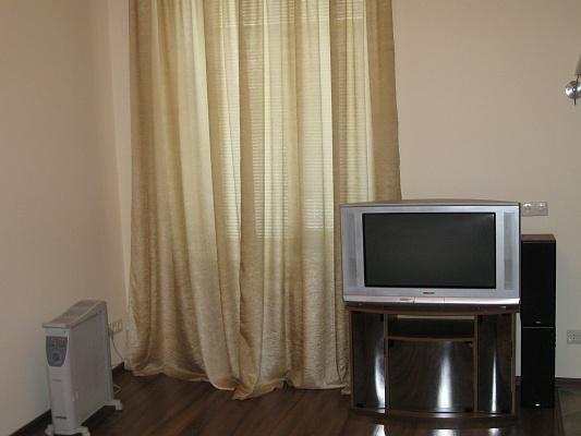 1-комнатная квартира посуточно в Полтаве. Октябрьский район, ул. Конституции, 4. Фото 1