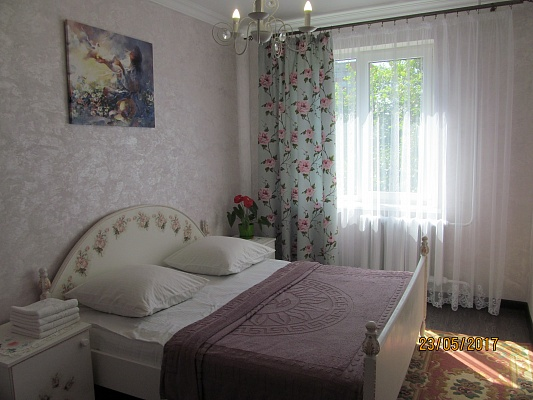 2-комнатная квартира посуточно в Черновцах. ул. Главная, 281. Фото 1