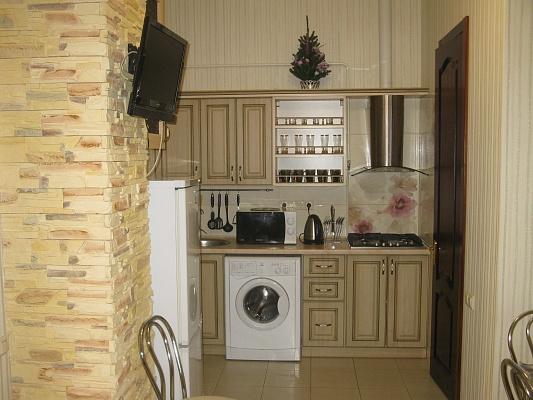 2-комнатная квартира посуточно в Ялте. ул. Боткинская, 3. Фото 1