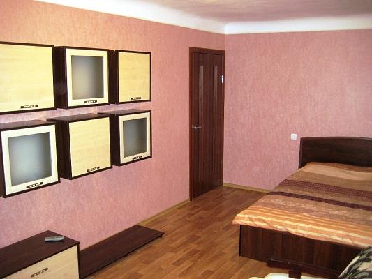 2-комнатная квартира посуточно в Кировограде. Кировский район, пр-т Правды, 9. Фото 1