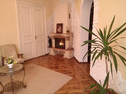 4-комнатная квартира посуточно в Львове. Лычаковский район, ул. Личаковская, 15. Фото 1