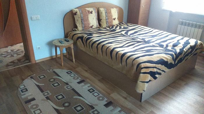 2-комнатная квартира посуточно в Хмельницком. ул. Проскуровская, 62. Фото 1