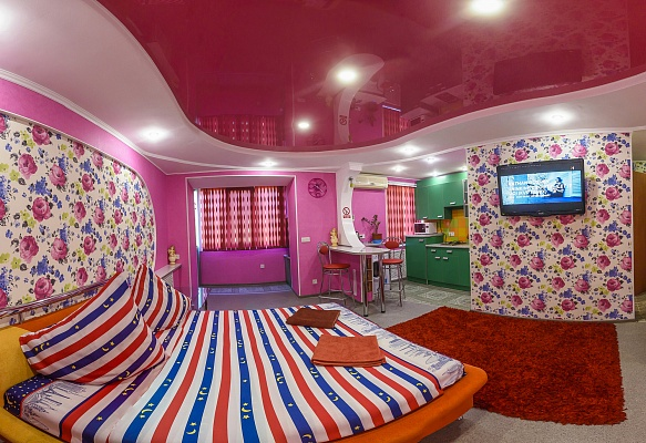 1-комнатная квартира посуточно в Херсоне. Днепровский район, пл. Свободы, 8. Фото 1