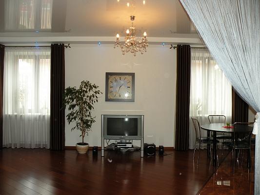 2-комнатная квартира посуточно в Луцке. пр-т Воли, 19. Фото 1