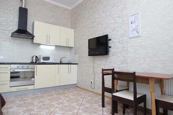 3-комнатная квартира посуточно в Одессе. Приморский район, ул. Генуэзская, 36. Фото 1