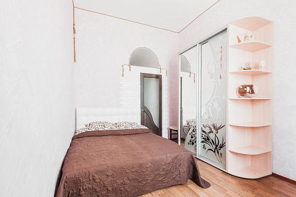 2-комнатная квартира посуточно в Одессе. Приморский район, ул. Леха Качиньского, 5. Фото 1